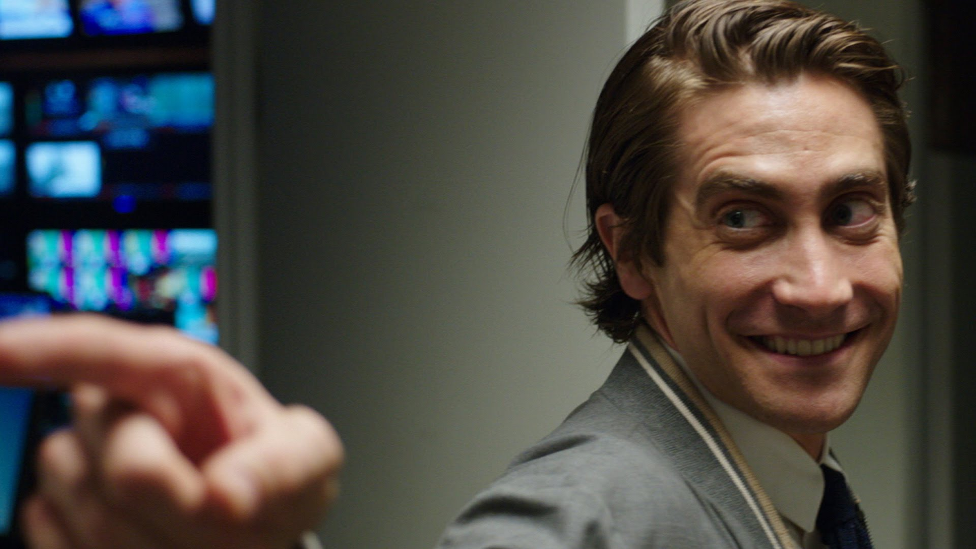 Nightcrawler Movie Review and Plot - Jake Gyllenhaal, Dan Gilroy